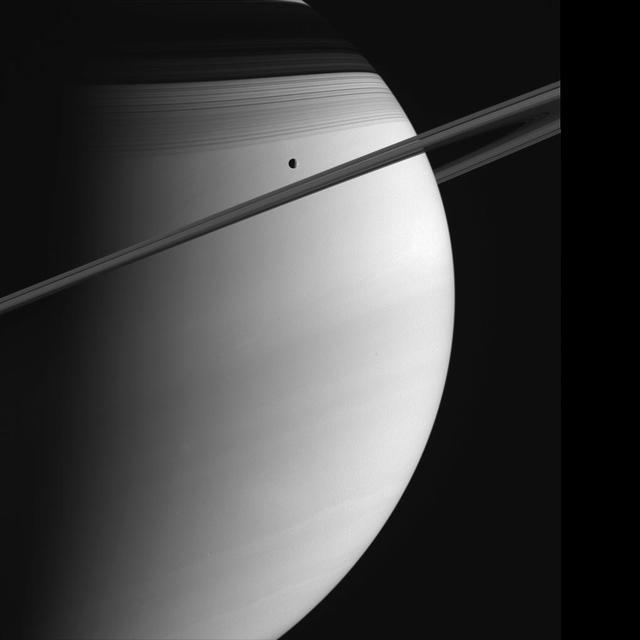 Saturn și Tethys