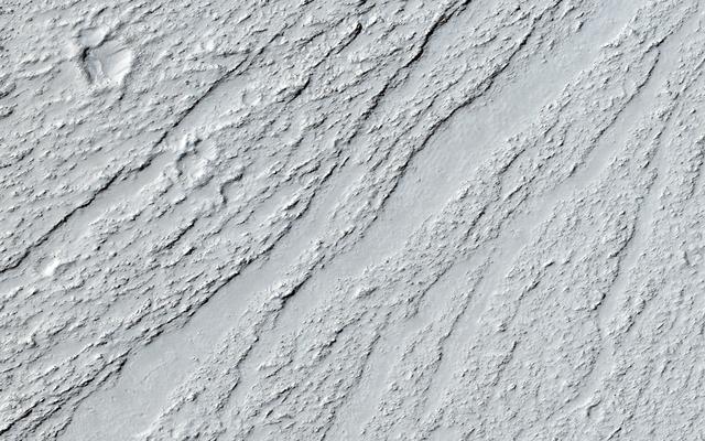 Chevrons pe o suprafață de curgere în Marte Vallis